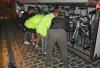 installation des vélos dans notre belle remorque